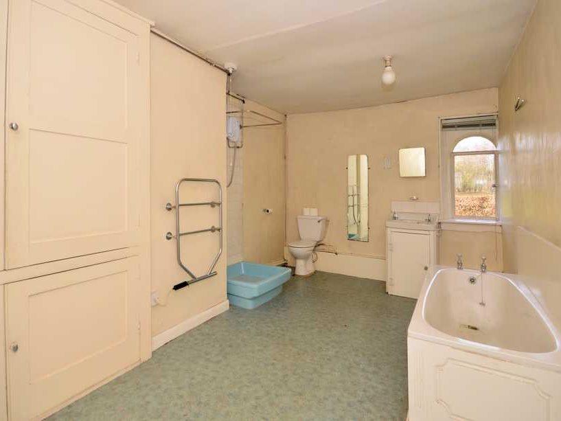 A Bathroom before renovation
